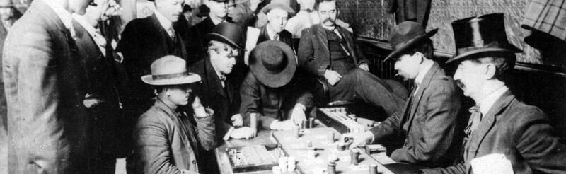 تصویری از قماربازان در یک کازینو  قدیمی آمریکا