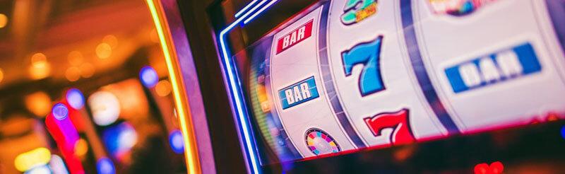 اسلات ماشین ها از انواع رایج دستگاه های بازی قمار در کازینو هستند