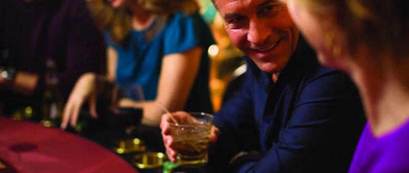 بهتر است در هنگام قماربازی نوشیدنی الکلی زیادی مصرف نکنیم