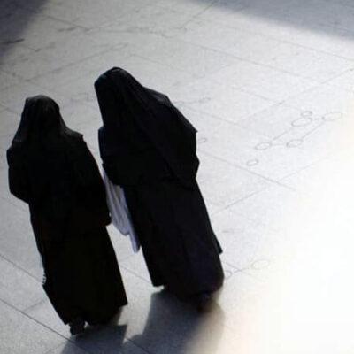 راهبه های قمارباز