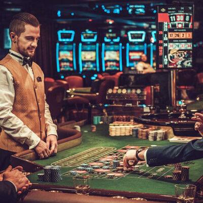 قماربازی بر روی میز رولت