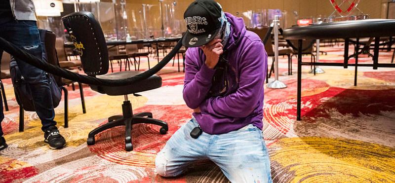 تصویری از الیاس مرادی پوکرباز افغان در لحظه حساس مسابقات تور جهانی پوکر
