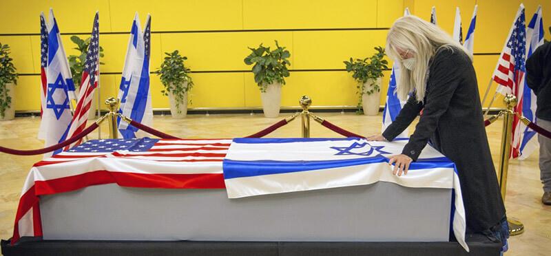 تصویری از حضور میریام اورچون در مراسم فوت همسرش شلدون ادلسون