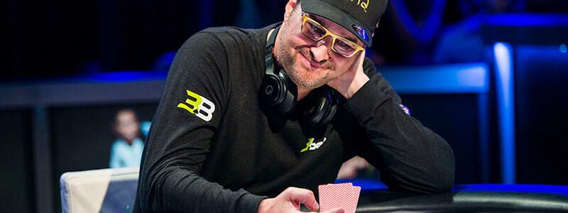 فیل هلموث رکورددار تعداد دستبند بدست آمده در مسابقات پوکر WSOP میباشد